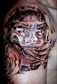 肩部喷火的怪兽纹身图案