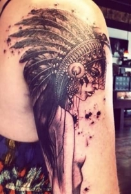 大臂精致的彩色美丽印度女人纹身图案