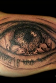 手臂恐怖怪物手和眼睛黑色纹身图案