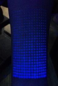 令人印象深刻的荧光矩阵圆点手臂纹身图案