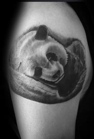 大臂可爱漂亮的熊猫纹身图案