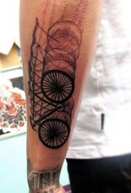 模糊的黑色自行车手臂纹身图案