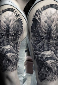 大臂点刺风格黑色邪恶生物纹身图案
