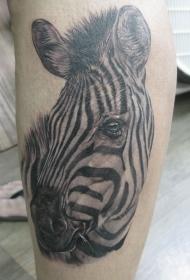 手臂写实的流泪斑马头部纹身图案