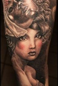 手臂惊人的女生肖像和面具彩绘纹身图案