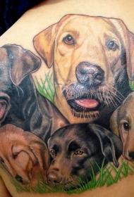 背部彩色的一群狗头像纹身图案