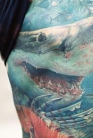 非常逼真的漂亮彩色大鲨鱼大腿纹身图案