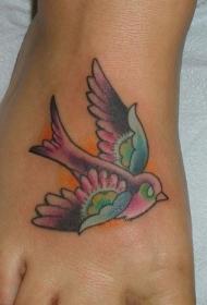脚背彩色的小鸟纹身图案