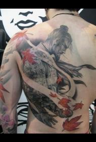背部好看的武士和枫叶纹身图案