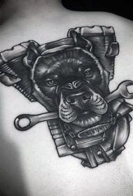 背部黑色的摩托车发动机与狗纹身图案