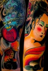 手臂彩色的石狮与艺妓纹身图案