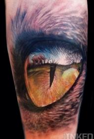 手臂惊人的逼真老虎眼睛与大象风景纹身图案