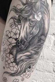 大腿自然的彩色悲伤马花朵纹身图案
