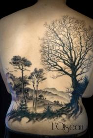 背部黑色的大森林写实纹身图案