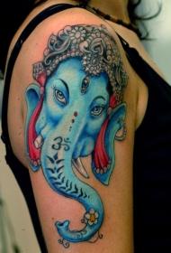 女生大臂蓝色甘尼萨象神纹身图案