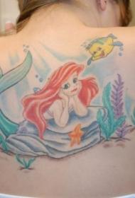背部神奇的动画场景艾莉尔和比目鱼纹身图案