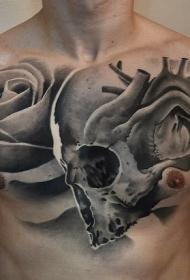 黑白胸部骷髅与心脏和玫瑰纹身图案