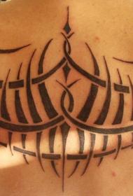 背部黑色的部落图腾纹身图案