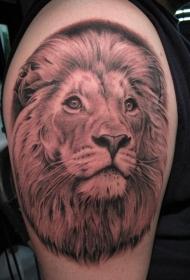 手臂上的精美狮子头像纹身图案