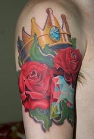 大臂金色皇冠钻石和玫瑰彩绘纹身图案