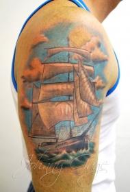大臂卡通风格彩色的帆船纹身图案