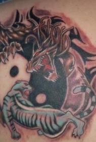 背部阴阳八卦与老虎和龙纹身图案