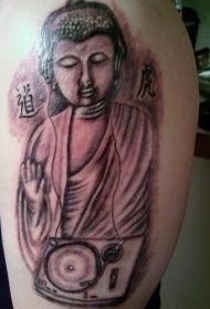 男人大臂留声机和佛像纹身图案
