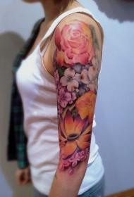 大臂彩色的各类花卉纹身图案