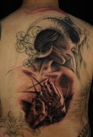 背部插画风格彩色恶魔女人与羊角纹身图案