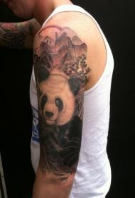大臂黑灰熊猫在丛林中纹身图案