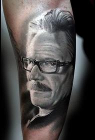 手臂非常逼真的警察侦探肖像纹身图案