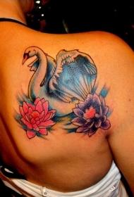 女生背部白天鹅和五颜六色的莲花纹身图案