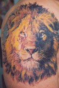 大臂令人敬畏的狮子头彩绘纹身图案