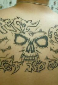 背部黑色恶魔脸与字母纹身图案