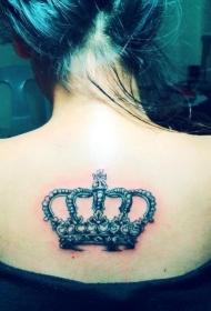 女生背部美丽的皇冠纹身图案