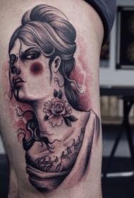 大腿黑灰女人肖像字母和花朵纹身图案