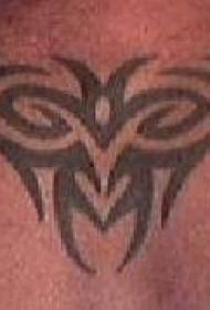 背部黑色的部落标志纹身图案