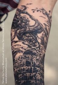 手臂黑灰风格海神肖像与字符纹身图案