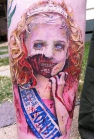 手臂非常写实的可怕怪物女孩彩色纹身图案