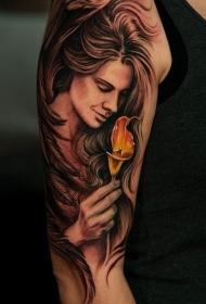 大臂美丽的手绘风格妇女与花朵纹身图案