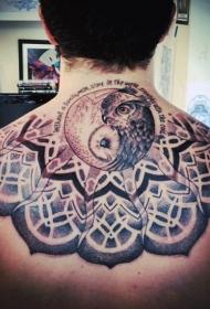 背部神秘风格的猫头鹰点刺纹身图案