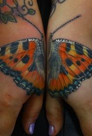 手臂写实风格彩色的蝴蝶纹身图案