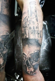 手臂精确设计的黑白中世纪城堡与骷髅纹身图案