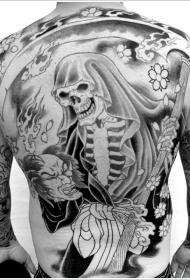 背部死神镰刀与日式生首纹身图案