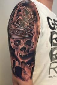 大臂写实风格骷髅与皇冠和墓地纹身图案