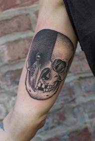 大臂点刺风格黑色半乌鸦半骷髅纹身图案