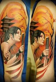 大臂五彩的精美亚洲女人与剑纹身图案
