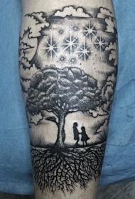 手臂可爱的幻想世界黑色树与人像纹身图案