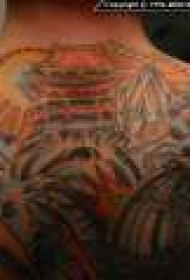 背部彩色亚洲主题纹身图案