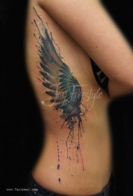 侧肋水彩画风格的彩绘单翅膀纹身图案